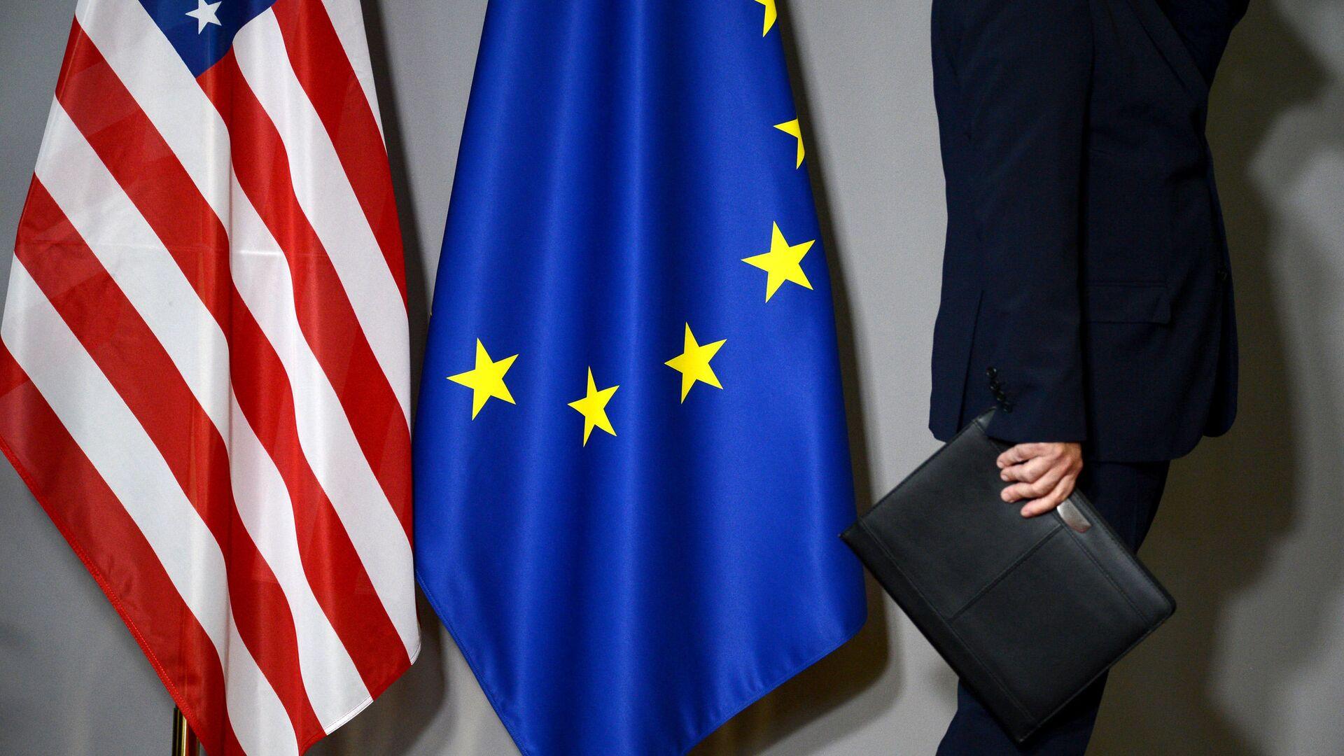 Флаги США и Европейского совета в Брюсселе - РИА Новости, 1920, 08.03.2021