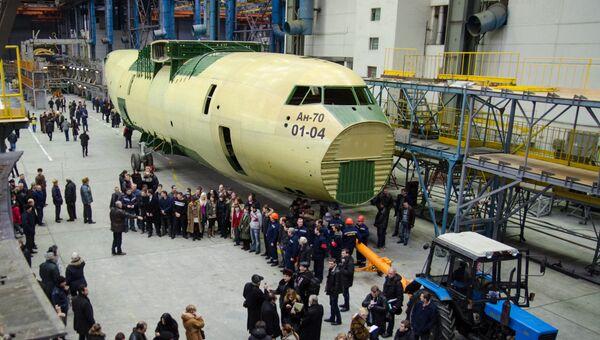 Презентация первого экземпляра военно-транспортного самолета Ан-70 производства украинского завода Антонов. 2012 год