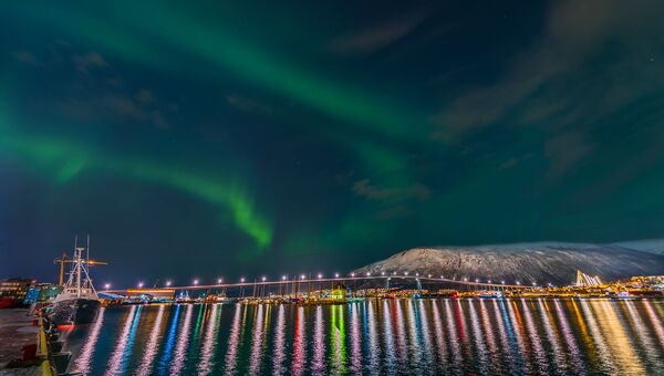 Работа фотографа Derek Burdeny Beautiful Tromso, вошедшая в шорт-лист Insight Astronomy Photographer of the Year 2017