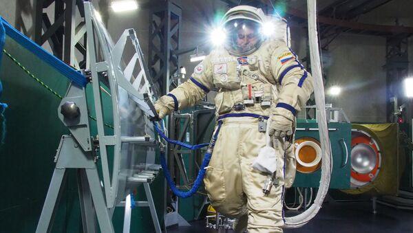 Сергей Рязанский на тренировке выхода в открытый космос