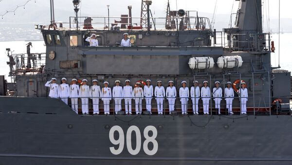 Команда морского тральщика Вице-адмирал Захарьин . Архивное фото