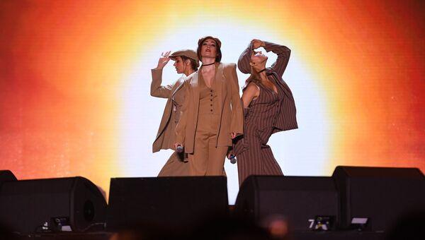 Участницы группы Фабрика выступают на международном музыкальном фестивале ЖАРА в Баку