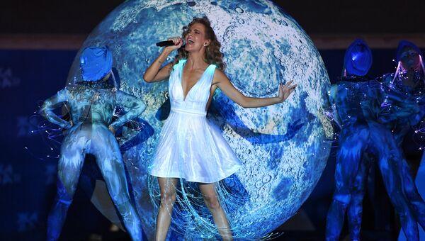 Певица Наталья Чистякова-Ионова выступает на международном музыкальном фестивале ЖАРА в Баку