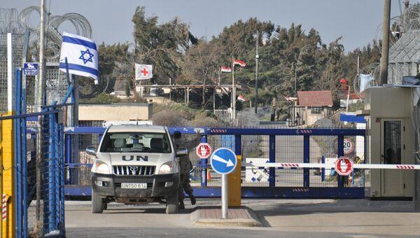 Пограничный пункт между Сирией и Израилем на Голанских высотах. Архивное фото