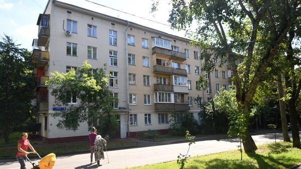 Пятиэтажный жилой дом в Москве, включенный в программу реновации