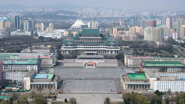 Вид на площадь Ким Ир Сена в Пхеньяне