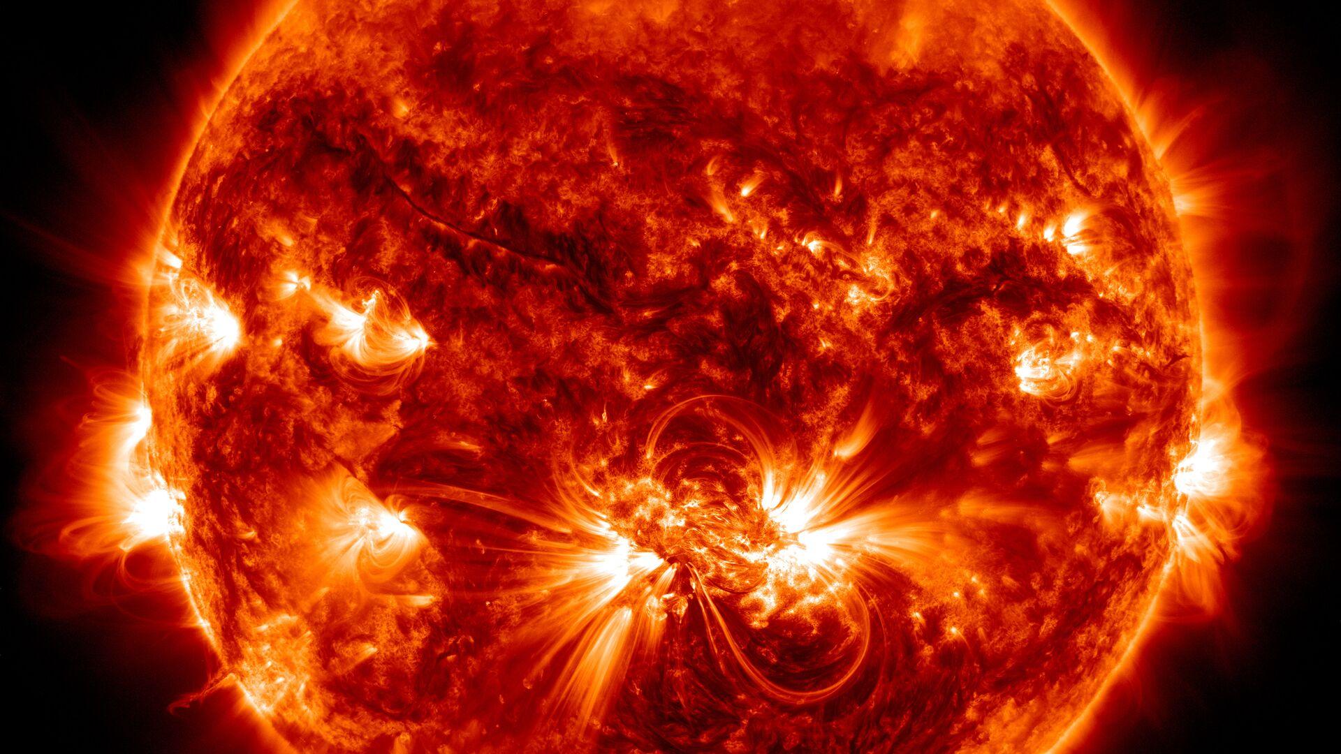 Пятна на поверхности Солнца оказались связаны с химическим составом его короны - РИА Новости, 1920, 10.06.2020