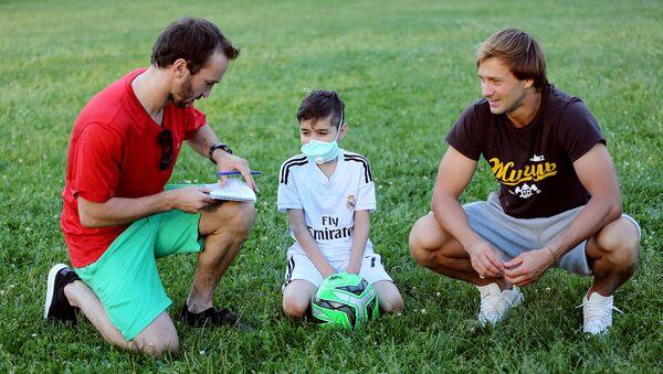 Шанс для Шамса. Футболисты помогают тяжелобольному ребенку