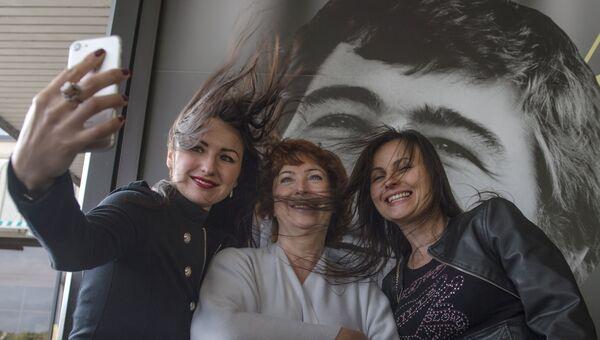 Посетители на открытии ХХV фестиваля российского кино Окно в Европу в Выборге. 6 августа 2017