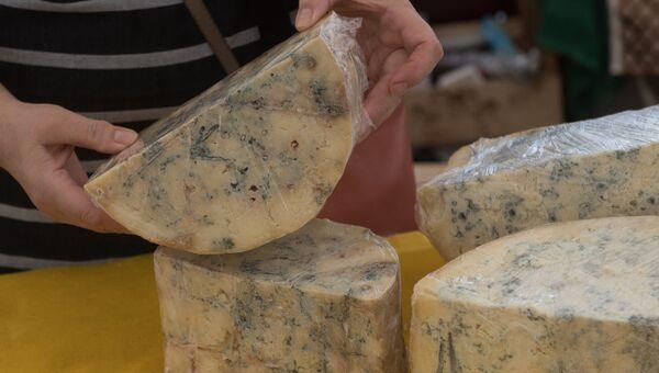 Сыр с голубой плесенью от российских фермеров. Архивное фото