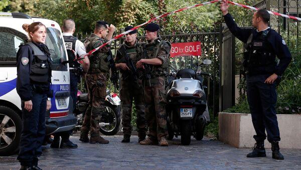 Под Парижем автомобиль наехал на группу военных. 9 августа 2017