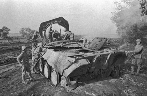 Июль 1943 года. Немецкая самоходная пушка Пантера, уничтоженная советской артиллерией под Прохоровкой.