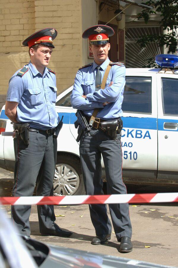 Сотрудники правоохранительных органов на месте преступления