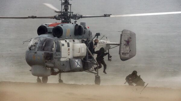 Вертолет Ка-27 во время учений подразделений морской пехоты Балтийского флота. Архивное фото