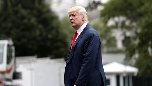 Президент США Дональд Трамп возле Белого дома в Вашингтоне. 14 августа 2017