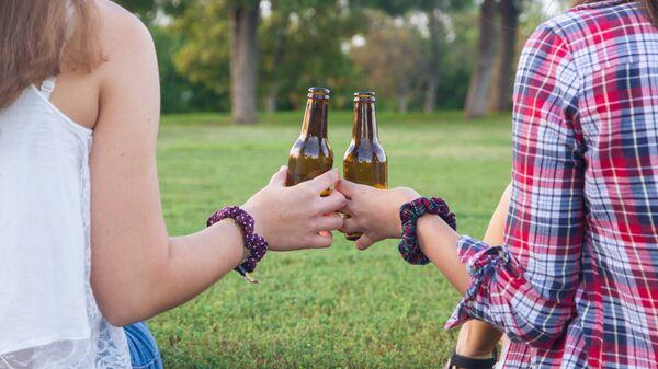 Ученые рассказали о новой опасности алкоголя для детей и подростков