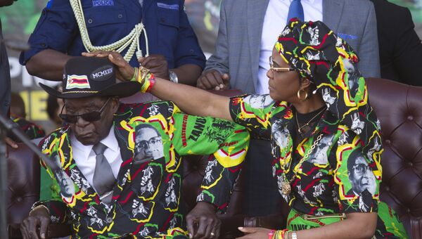 Президент Зимбабве 93-летний Роберт Мугабе и его супруга Грейс Мугабе. Архивное фото