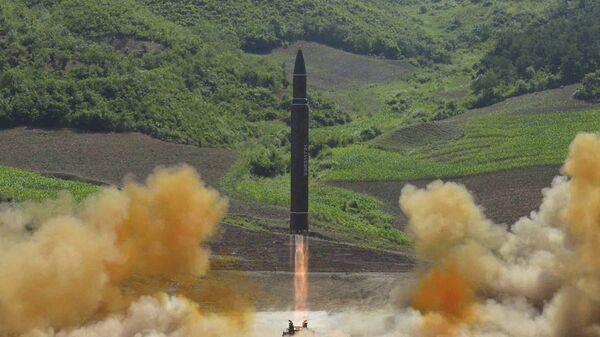 Запуск баллистической ракеты Хвасон-14 в КНДР. Архивное фото