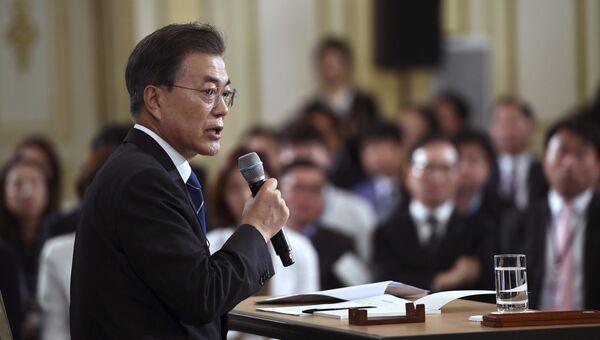 Президент Южной Кореи Мун Чжэ Ин на пресс-конференции, посвященной его первым 100 дням правления. 17 августа 2017