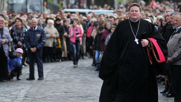 Участники крестного хода, организованного Львовской архиепархией украинской греко-католической церкви во Львове