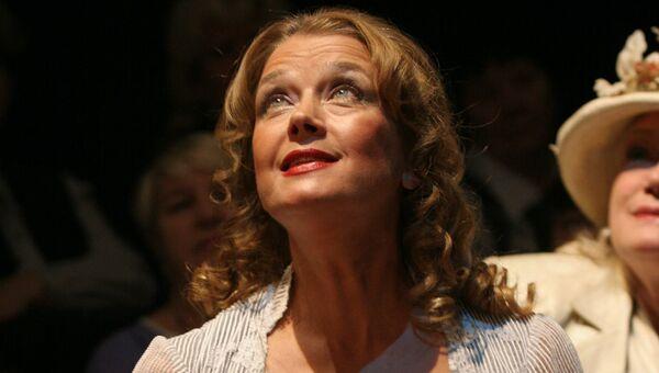 Ирина Алферова в сцене из спектакля Чайка