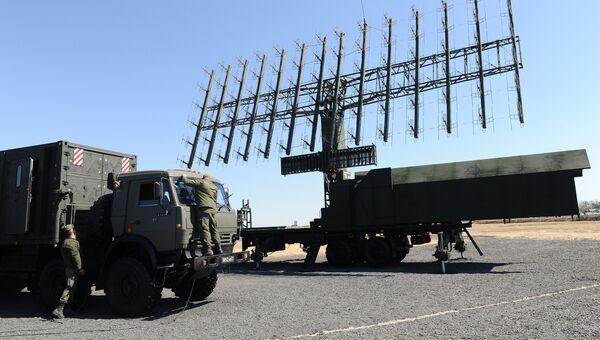 Радиолокационная станция 1Л119 на выставочной площадке на полигоне Кадамовский в Ростовской области во время подготовки к международному военно-техническому форуму Армия-2017