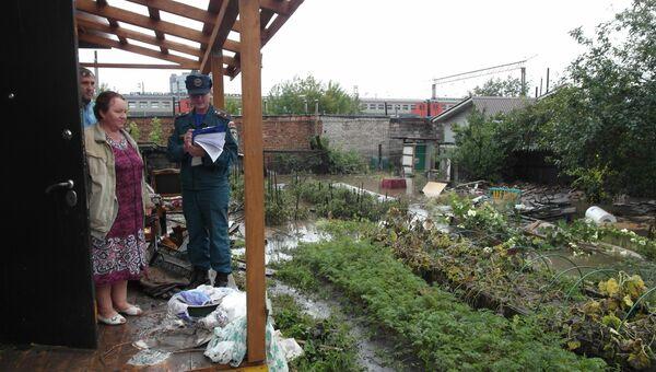 Пожарно-спасательные подразделения принимают участие в устранении последствий проливного дождя