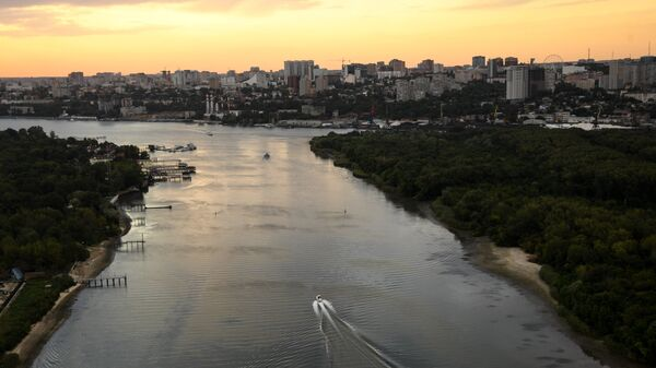 Вид с борта вертолета на реку Дон и город Ростов-на-Дону