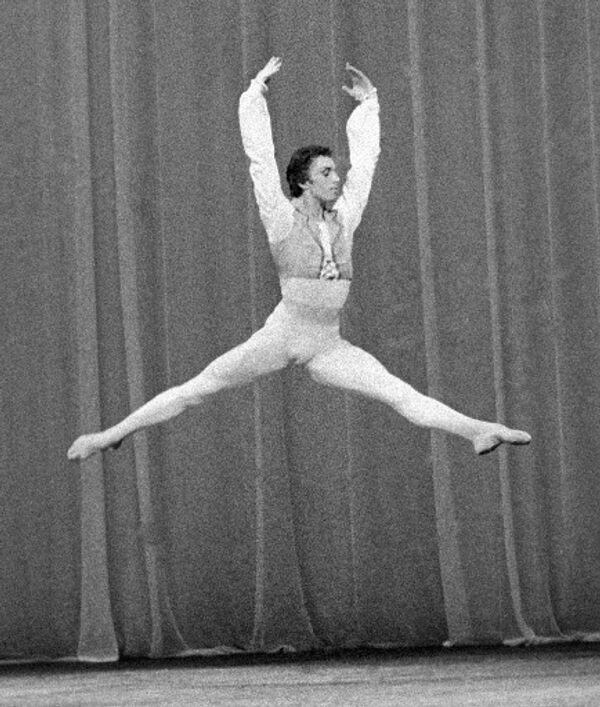 Вячеслав Гордеев исполняет вариацию из балета Минкуса Дон Кихот