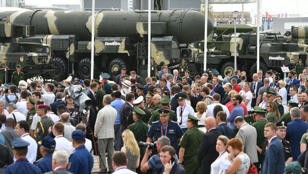 Посетители на открытии международного военно-технического форума Армия-2017