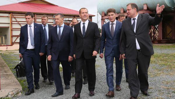 Дмитрий Медведев во время посещения рыбоперерабатывающего предприятия Соловьевка в Корсаковском районе Сахалинской области. 23 августа 2017