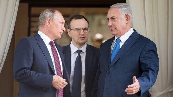 резидент РФ Владимир Путин и премьер-министр Израиля Биньямин Нетаньяху во время встречи. 23 августа 2017