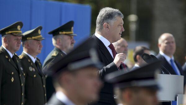 Президент Украины Петр Порошенко выступает на параде в честь Дня независимости в Киеве. 24 августа 2017