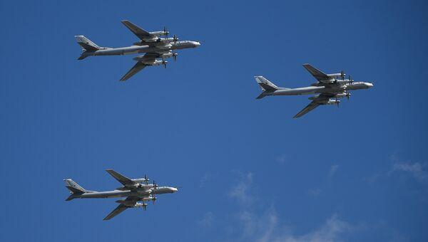 Стратегические бомбардировщики-ракетоносцы Ту-95. Архивное фото