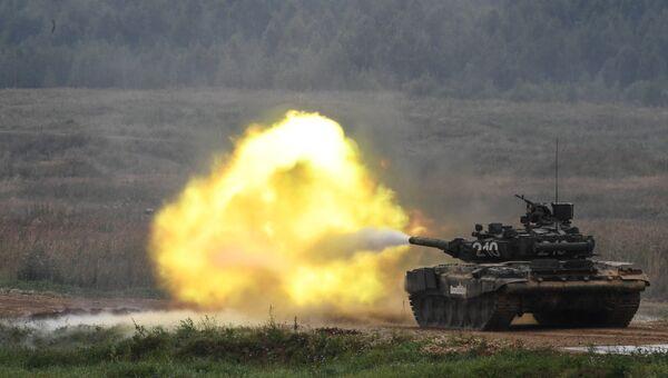 Танк Т-90 во время демонстрационного показа. Архивное фото