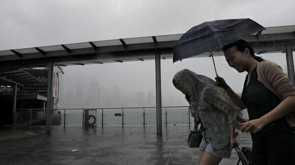 Тропический шторм Пакхар в Гонконге. 27 августа 2017