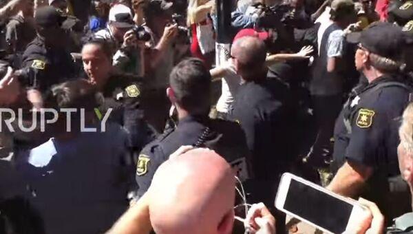 Аресты во время митингов сторонников правых организаций в Беркли, США. 27 августа 2017