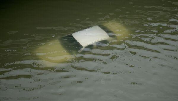 Машина затопленная в результате тропического шторма Харви в Хьюстоне, Техас. 27 августа 2017