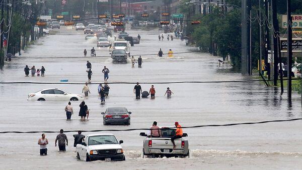 Улица Хьюстона, затопленная в результате шторма Харви