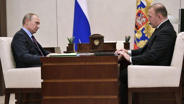Владимир Путин во время встречи с временно исполняющим обязанности главы Республики Адыгея Муратом Кумпиловым. 30 августа 2017