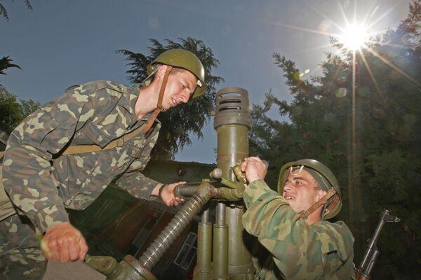 Военнослужащие артиллеристско-зенитного полка вооруженных сил Абхазии
