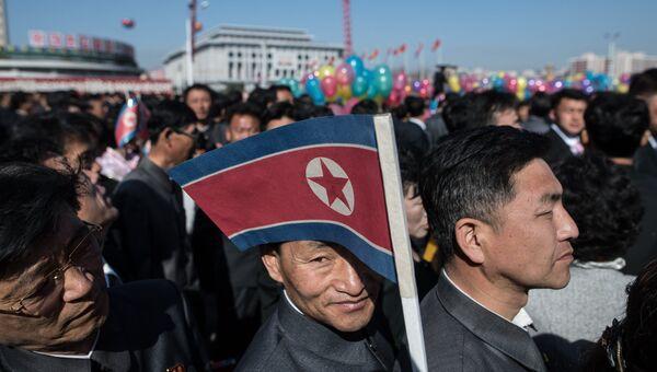 Жители города во время торжественной церемонии открытия нового жилого комплекса на улице Рёмён в Пхеньяне. Архивное фото