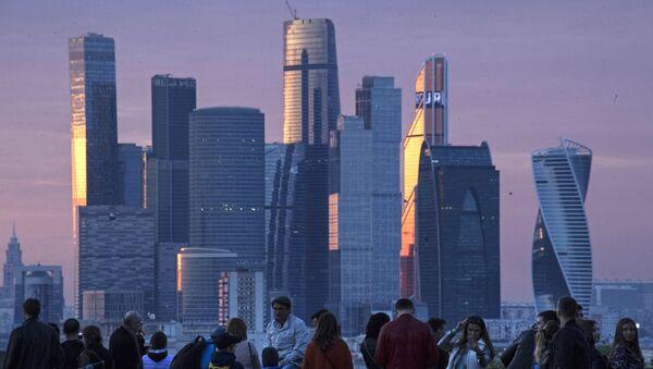 Вид на Международный деловой центр Москва-Сити со стороны смотровой площадки на Воробъевых горах. Архивное фото