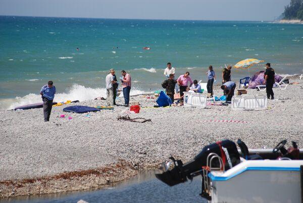 На городском пляже Лазаревского района Сочи произошел взрыв неустановленного взрывного устройства