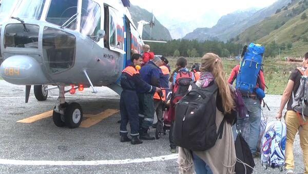 Эвакуация людей из горного района Кабардино-Балкарии после схода селя