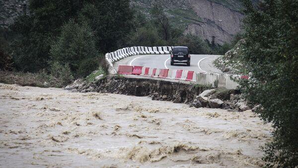 Дорога, пострадавшая от схода селя в Республике Кабардино-Балкария. 1 сентября 2017