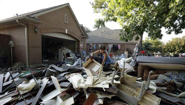 Последствия наводнения после урагана Харви в Хьюстоне, штат Техас. 31 августа 2017
