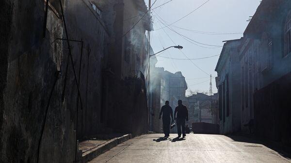 Дезинфекция жилых домов с помощью дыма для борьбы с лихорадкой денге
