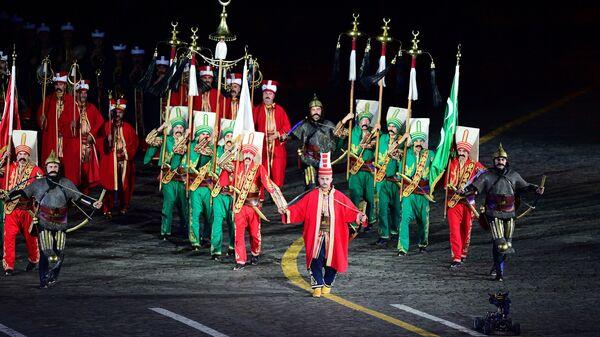 Музыканты оркестра Мехтер Вооружённых сил Турции на торжественной церемонии закрытия X Международного военно-музыкального фестиваля Спасская башня в Москве