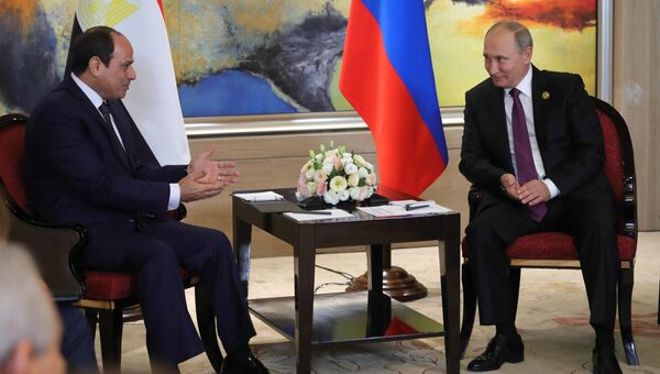 Президент РФ Владимир Путин и президент Арабской Республики Египет Абдул-Фаттах ас-Сиси во время встречи на полях саммита лидеров БРИКС. 4 сентября 2017